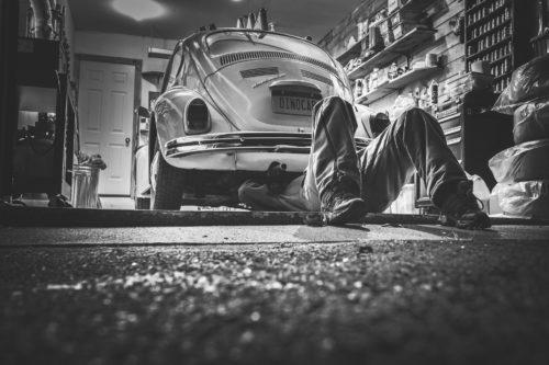 Quels outils indispensables pour ma voiture ancienne ?
