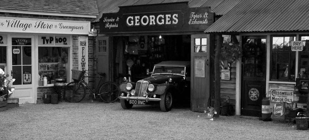 Voiture vintage noir et blanc