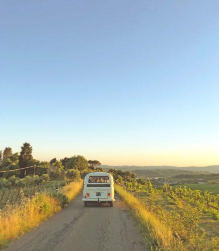 Top 10 des musiques idéales pour partir en road trip en voiture de collection