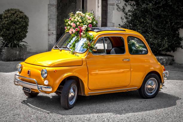 voiture mariage jaune décorée