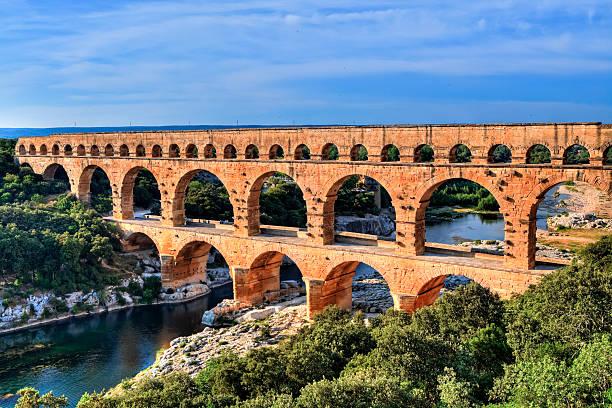 Partez à la découverte de Nîmes en voiture de collection